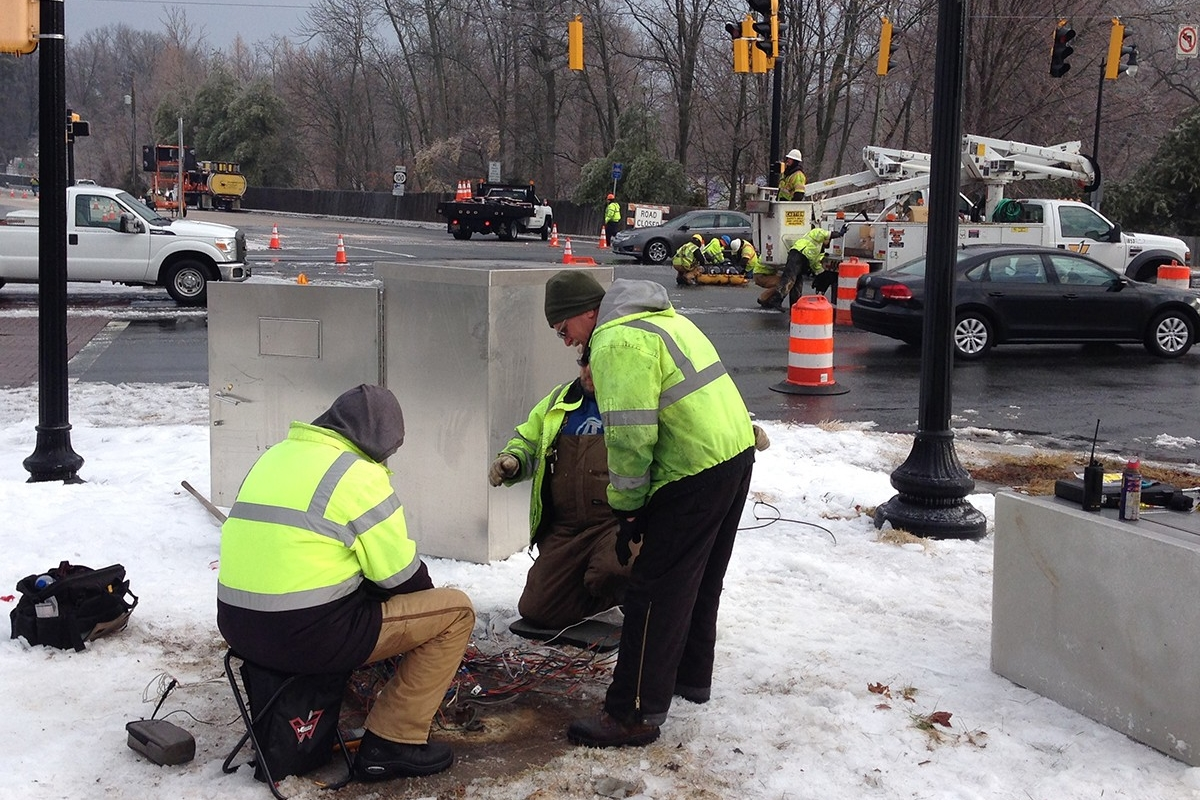 Repairs continued this morning on signals at Routes 141 and 100. (Photo: DFN)