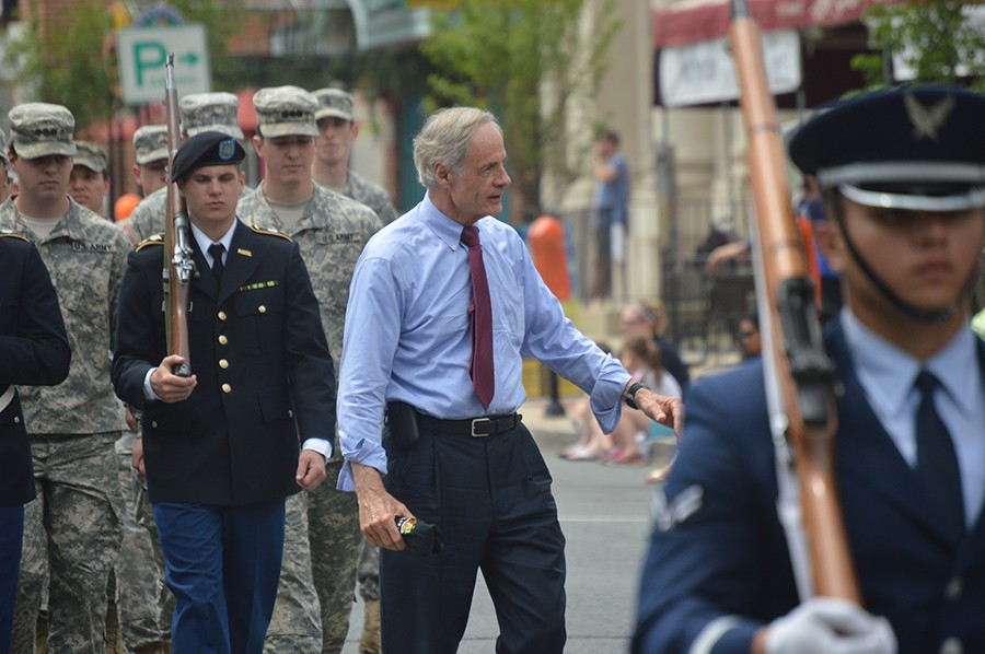 Sen. Tom Carper at Newark Memorial Day parade (Photo: Delaware Free News)