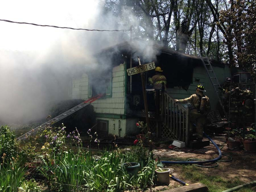 Fire on Stanton Avenue in West Minquadale (Photo: Delaware Free News)