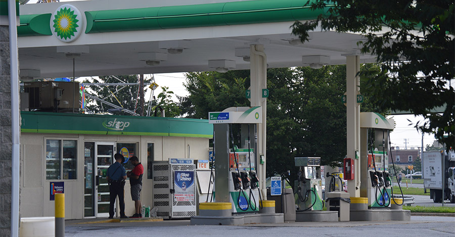 Police investigate robbery and assault at BP gas station on U.S. 13. (Photo: Delaware Free News)