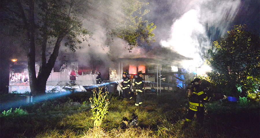 Trailer burns at Glasgow Court trailer park in Bear. (Photo: Delaware Free News)