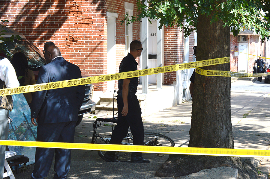 Police investigate at shooting scene in 500 block of E. Ninth St. in Wilmington. (Photo: Delaware Free News)