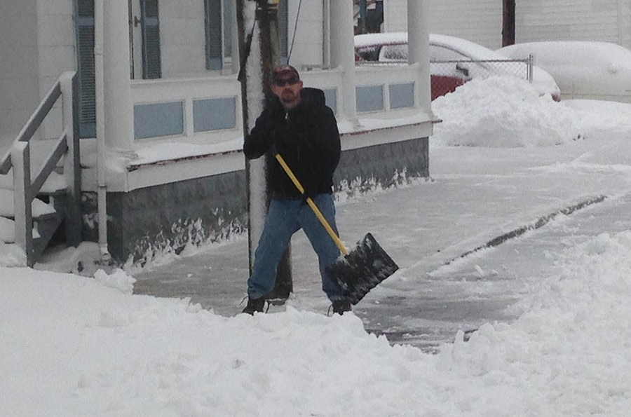 Shoveling snow in Frederica (Photo: Delaware Free News)