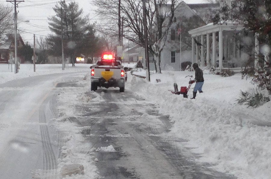 Clearing snow in Frederica (Photo: Delaware Free News)