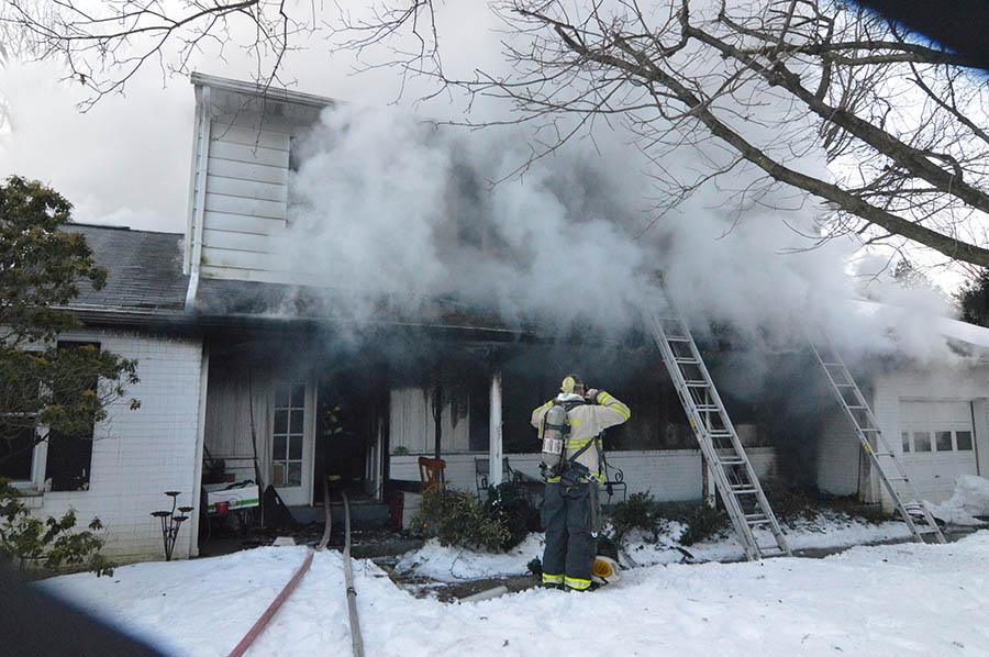Fire in 100 block of Oldbury Drive in the Westgate Farms development. (Photo: Delaware Free News)
