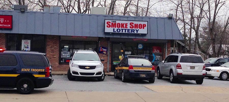 Police investigate robbery at The Smoke Shop on Kirkwood Highway. (Photo: Delaware Free News)