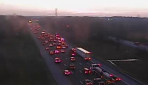 Crash on northbound Interstate 95 just south of Route 141 involved several vehicles. (Photo: DelDOT traffic cam)