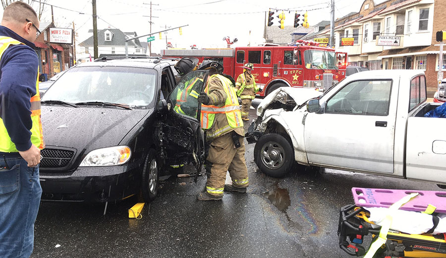 Five Points Fire Company responded to a crash on Maryland Avenue at Dupont Road south of Elsmere on Saturday afternoon. At least one person was reported trapped in a vehicle. (Photo: Delaware Free News)