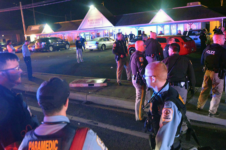 Multiple police agencies responded to Shades of Blue Bar and Grill to disperse unruly crowd after shooting. (Photo: Delaware Free News)