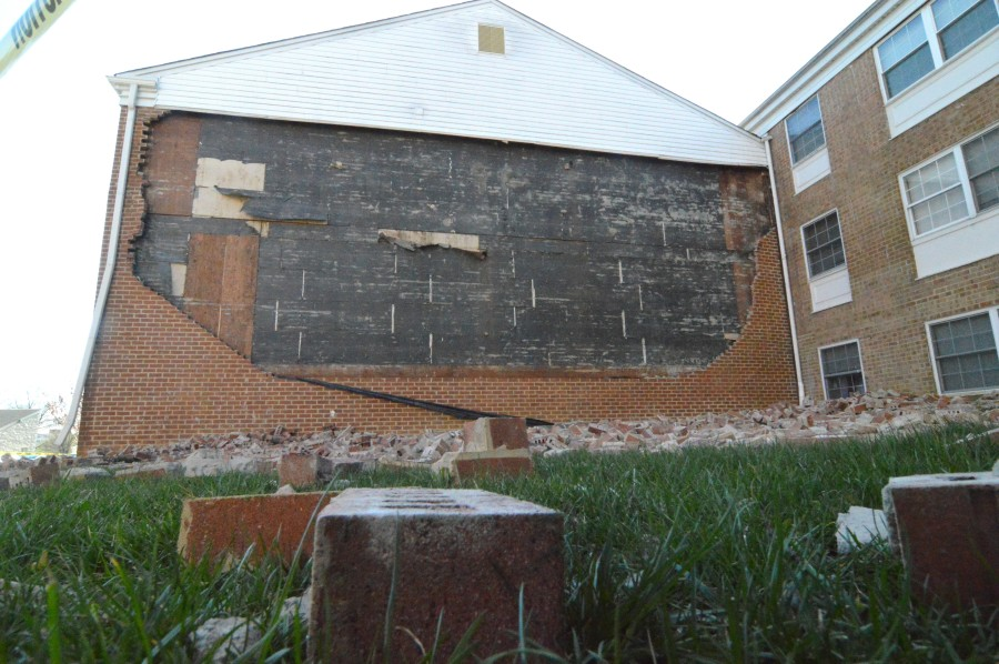 Brick wall collapsed at Greentree Apartments in Claymont. (Photo: Delaware Free News)