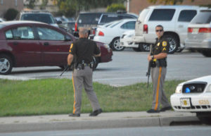 Armed New Castle County officers were visible at Georgetown Manor Apartments. (Photo: Delaware Free News)