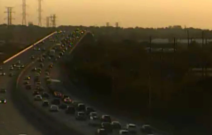 Traffic backed up on southbound Interstate 495 at Christina River bridge. (Photo: DelDOT traffic cam)