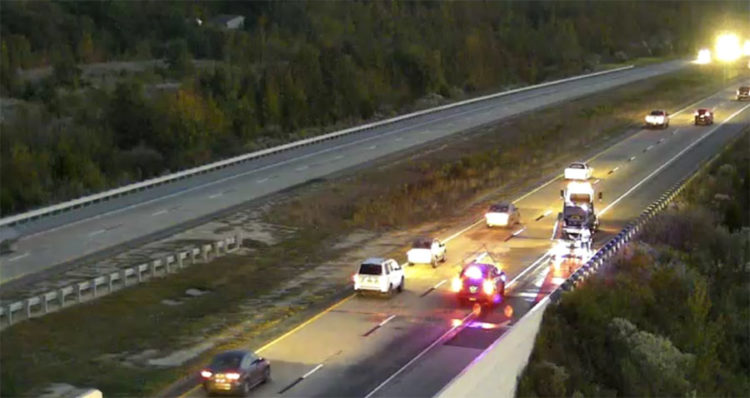 One lane gets by on the left after vehicle fire near Townsend that jammed southbound Route 1. (Photo: DelDOT traffic cam)
