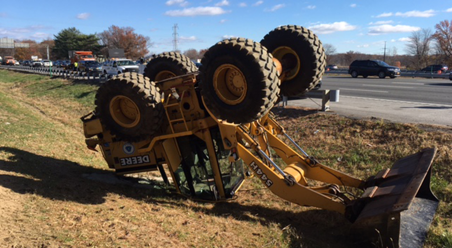 DelDOT front-end loader overturned in ditch on southbound Interstate 95 south of Route 141. (Photo: Delaware Free News)