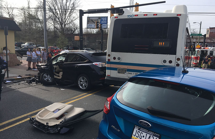 Three cars and a DART bus were involved in crash at Delaware Avenue and Dupont Street in Wilmington. (Photo: Delaware Free News)
