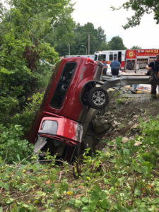 Pickup truck went off Carr Road into Shellpot Creek. (Photo: Delaware Free News)